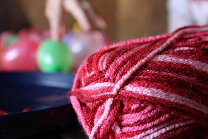 how-to-make-yarn-ball-ornaments