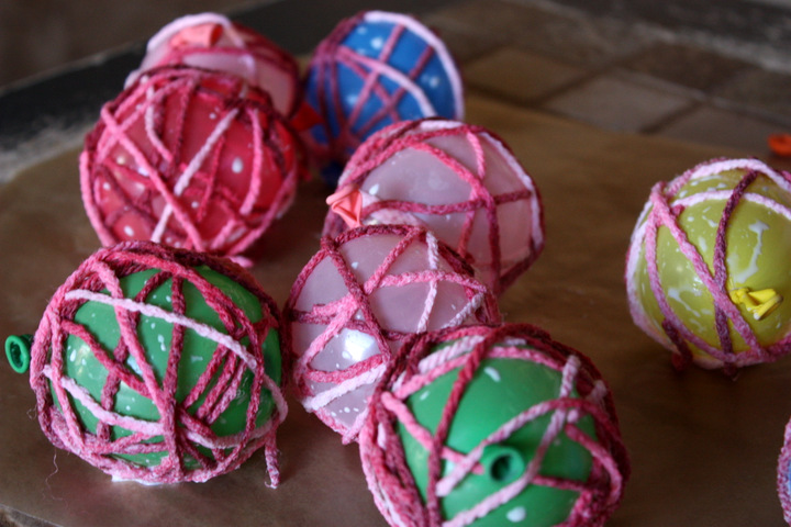 yarn-ball-ornament-how-to