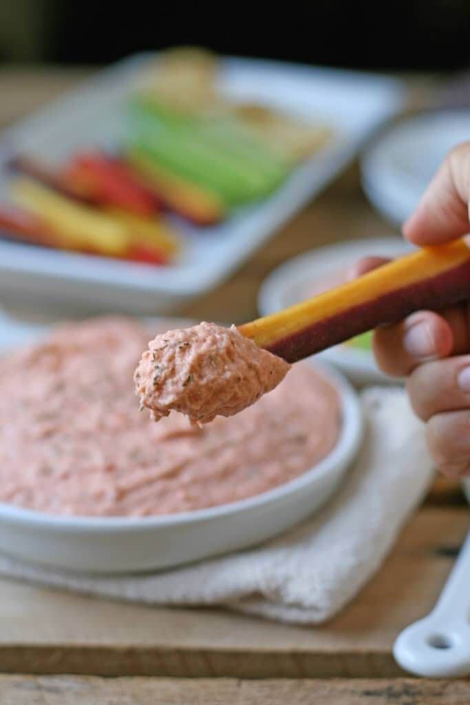 Smoked salmon dip with cream cheese, garlic and dill - all whipped up in under ten minutes.