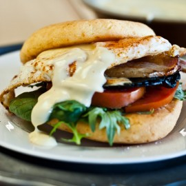 Bacon, egg, mushroom burger M-6559